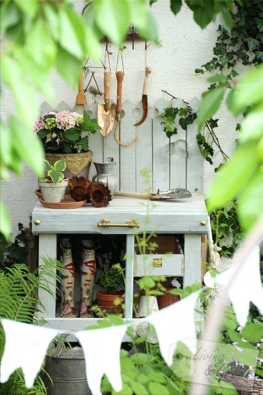 pflanztisch aus paletten diy living green. Black Bedroom Furniture Sets. Home Design Ideas