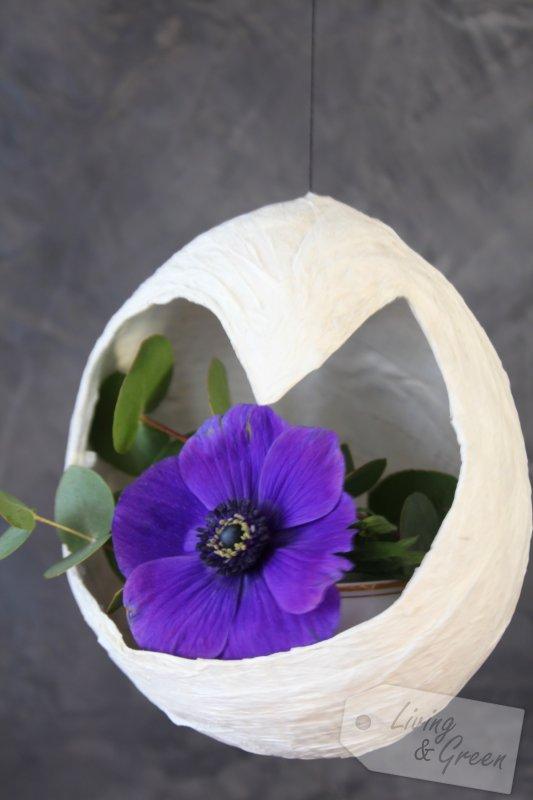 schwebende vasen papier diy living green. Black Bedroom Furniture Sets. Home Design Ideas