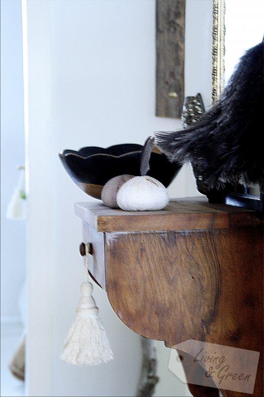 kleiner flur flur gestaltung lange holzkommode schwebend bild unser kleiner flur kleiner. Black Bedroom Furniture Sets. Home Design Ideas